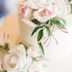 floral decor wedding cake