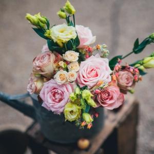 arrosoir fleuri mariage