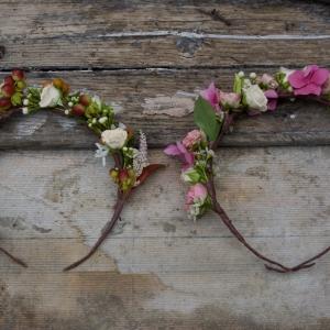 couronne de fleurs temoins