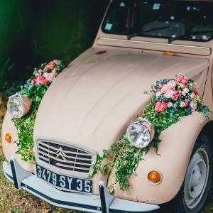 decoration guirlande fleurs voiture