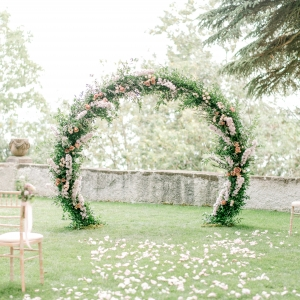 arche florale circulaire, fleuriste mariage Genève