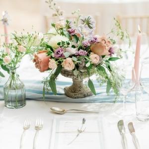 Centre de table, roses de jardin, mariage Suisse