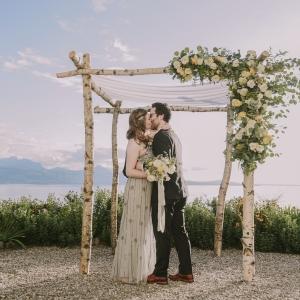 arche florale mariage au bord du lac